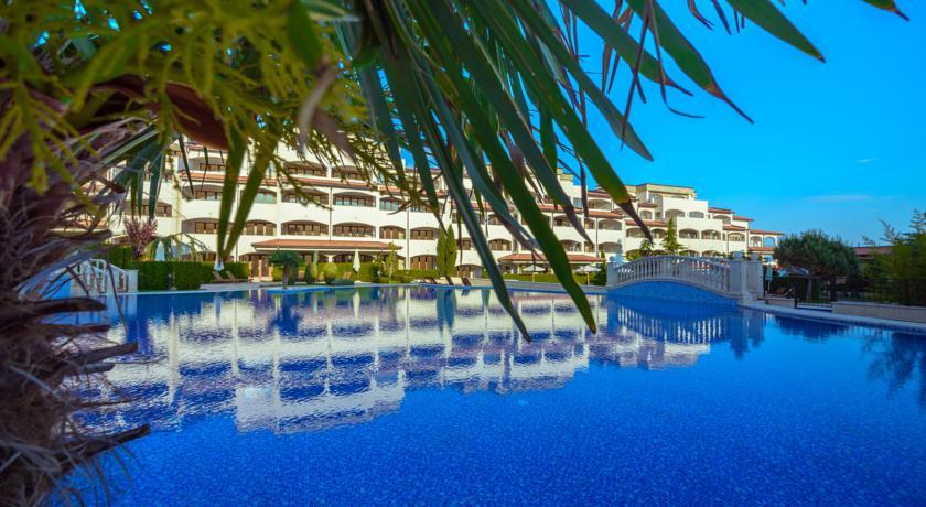 Casa Real Resort1