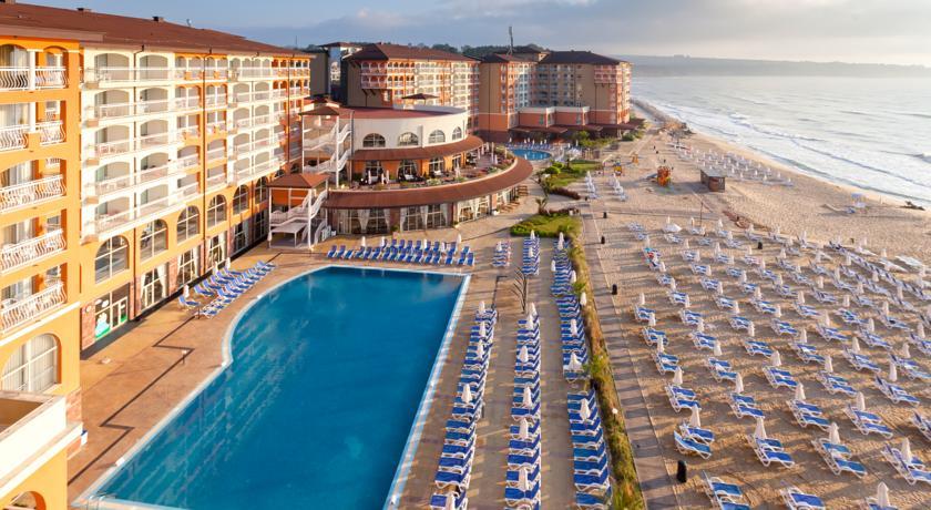 Sol Luna Bay Resort & Aquapark1